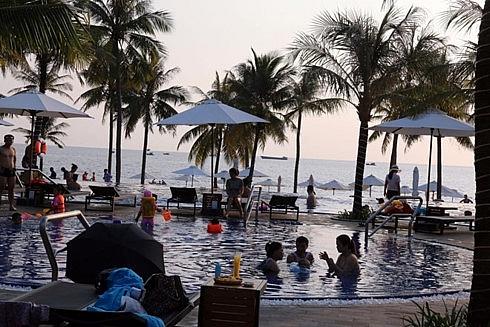 kien giangs islands charm tourists on holiday