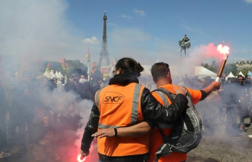 1 million euros raised for striking french rail workers