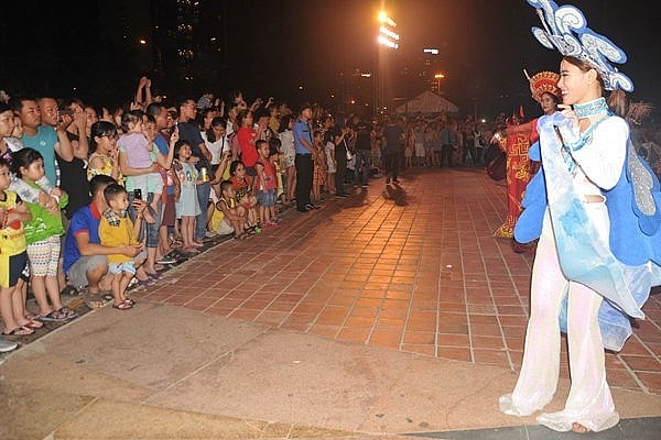 flower parades make a magnificent addition to danangs fireworks festival