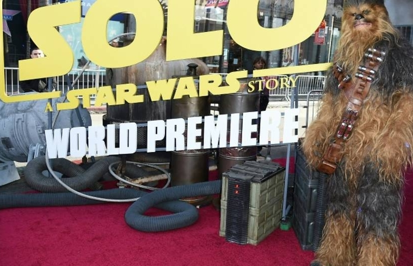 hollywood glitters as star wars stages solo premiere