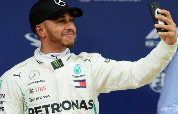 lewis hamilton takes pole for the spanish grand prix