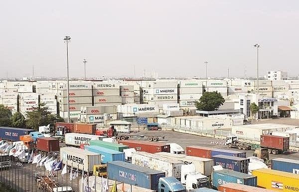 thousands of scarp containers stored at cat lai port threatening its production operation
