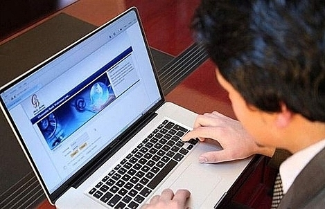 banks warn customers over online scamming