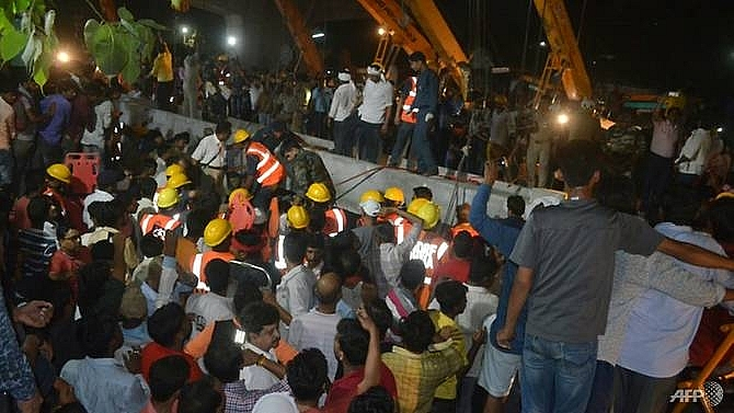 india flyover collapse kills 18 in varanasi more feared trapped under debris