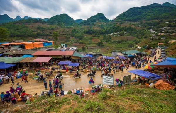 can cau market untouched ethnic identity in northwest of vietnam