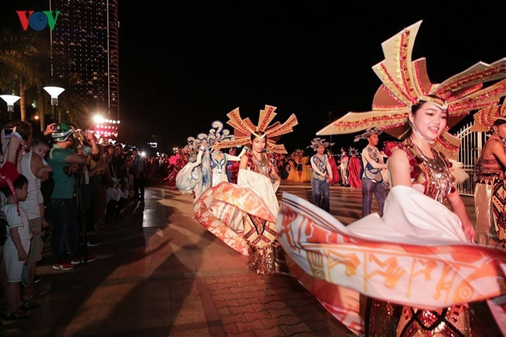 bright bridge float parade lights up danang at night