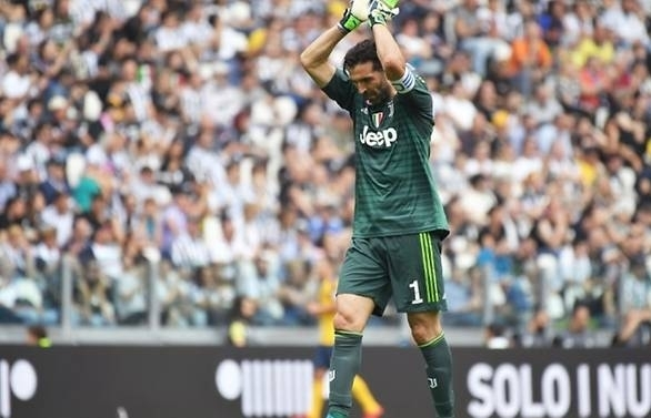 buffon to make decision on psg within week