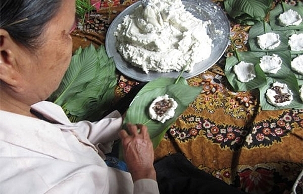 rural flavours of hung yen rice cakes enchant
