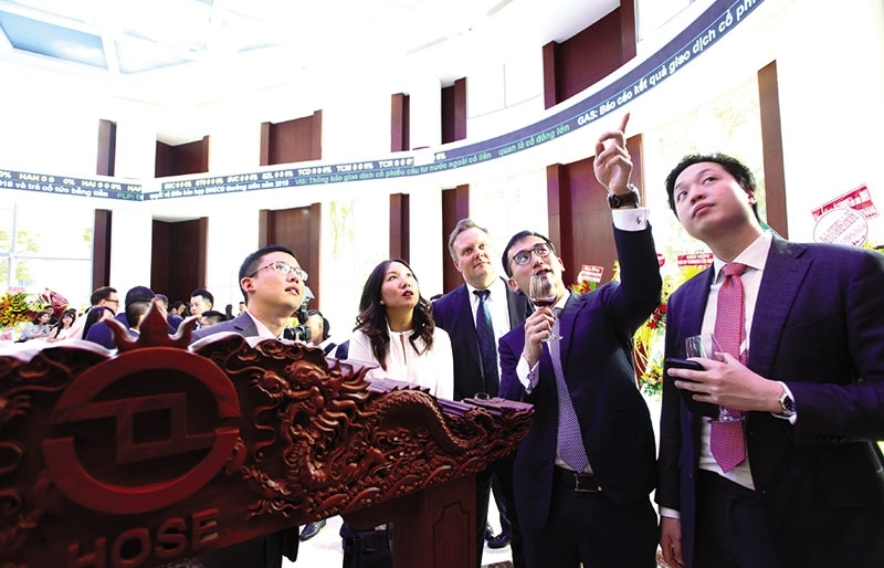 fies struggle to remain afloat on local bourses