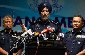 rm114 million worth of cash seized from residence linked to najib razak malaysian police