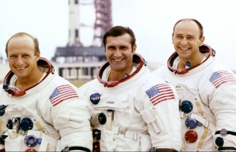 moonwalking astronaut artist alan bean dies at 86