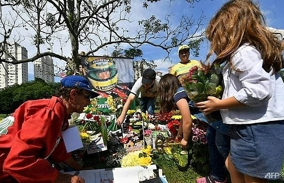 senna day held in brazil on 25th anniversary of f1 greats death