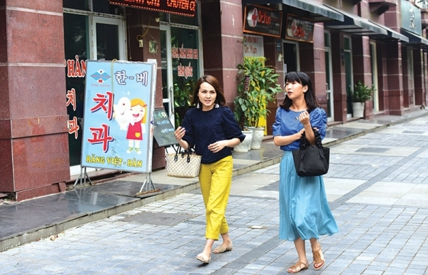 south korean enclaves make mark in hanoi