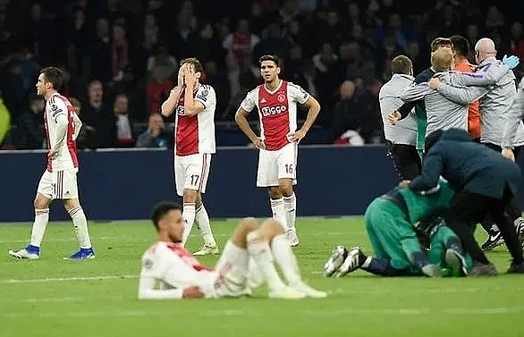 ajax coach proud of players after agonising defeat