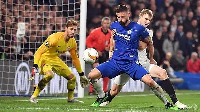 chelsea reach europa league final after kepa shines in shoot out drama