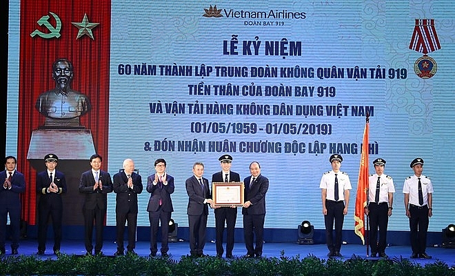pm hopes vietnam airlines to become 5 star airline soon