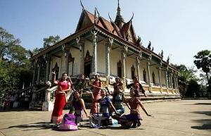 photo exhibition features vietnamese pagodas