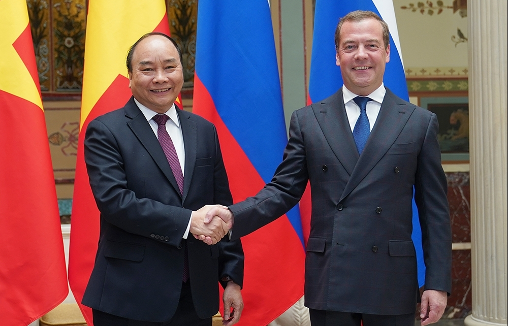 pm phuc holds talks with russian counterpart