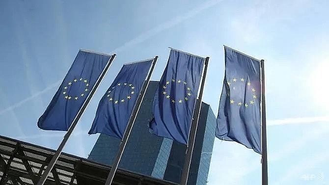 ecb debates switching course before change of helmsman