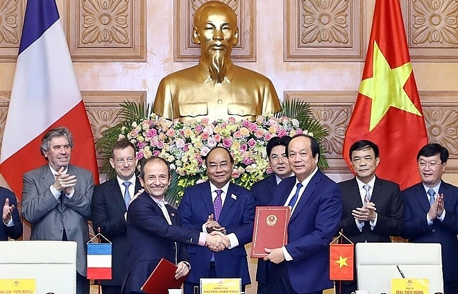 vietnam france cooperate in e government building