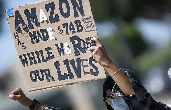 amazon worker at new york warehouse dies of covid 19