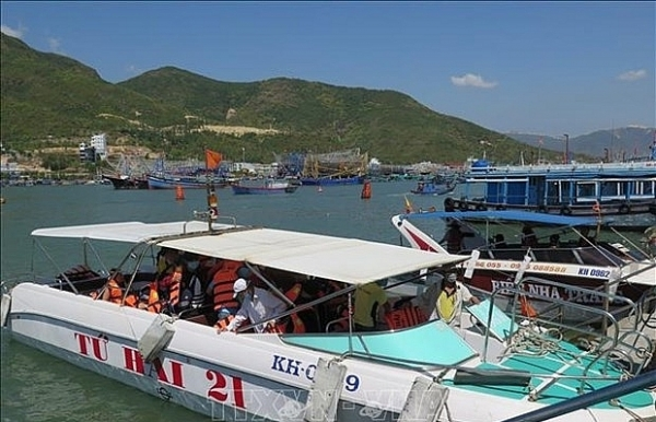 new 12 dock tourist pier on trial run in nha trang