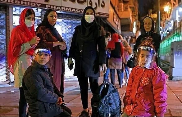 iran quake kills two sparks panic in capital
