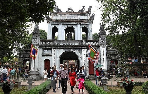 tourists to hanoi reduce by 984 percent in april