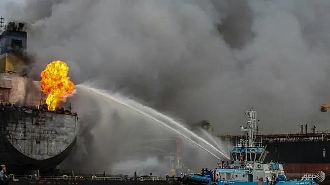 22 injured in indonesian oil tanker fire