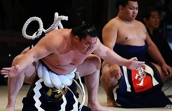 young sumo wrestler dies of coronavirus in japan