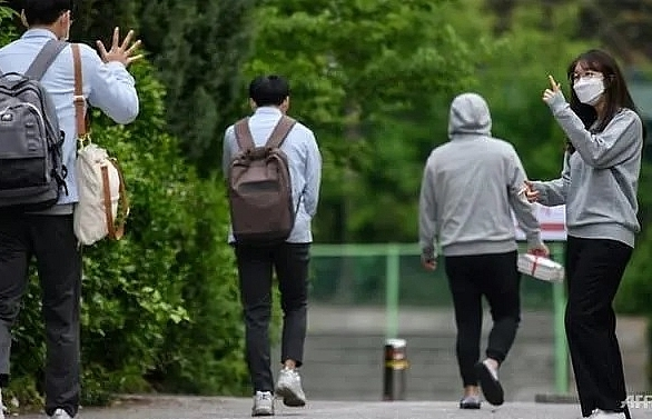 schools reopen in south korea as covid 19 fears ease