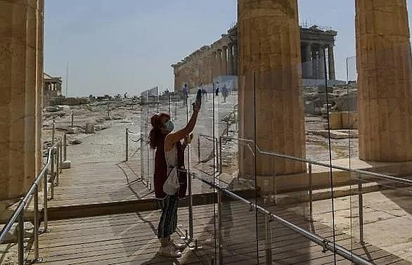 Greece to restart tourism mid-June, international flights Jul 1