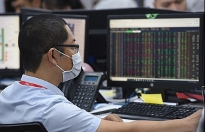 vn market up as large caps gain further