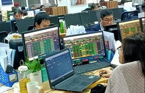 shares edge higher on bank stocks