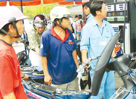 petrol price constant despite global fluctuation
