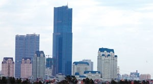 office landlords struggling to woo tenants to west of hanoi