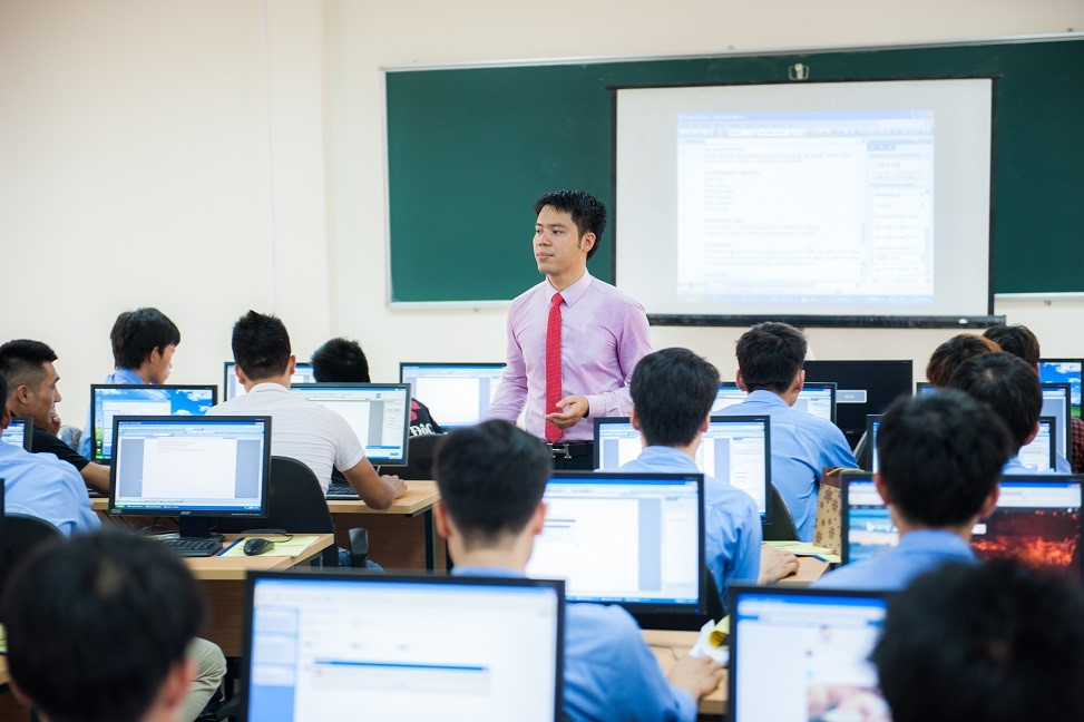 Microsoft Vietnam promotes ICT training for rural students