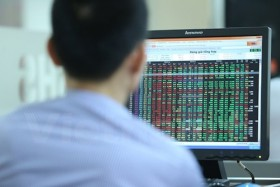 Low investor confidence pulls markets down