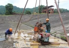 Núi Cốc Lake dam leaks a danger