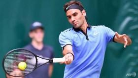 Federer into 15th Halle quarter-final