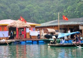 Floating village tries eco-tourism