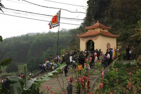 Visit Thu Cuc Village to get in touch with nature
