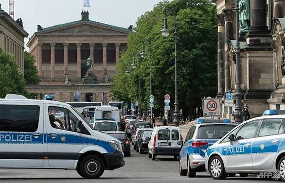 police shoot knife wielding man at berlin cathedral terror ruled out