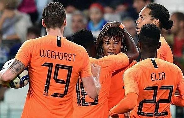 ake strike hands dutch 1 1 draw against 10 man italy