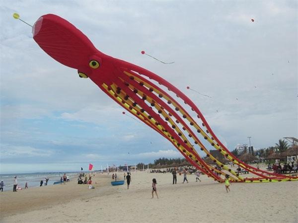 my khe beach to host summer week