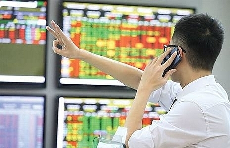 vn stocks struggle to remain up
