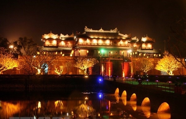 hue city lights up public places to attract more tourists