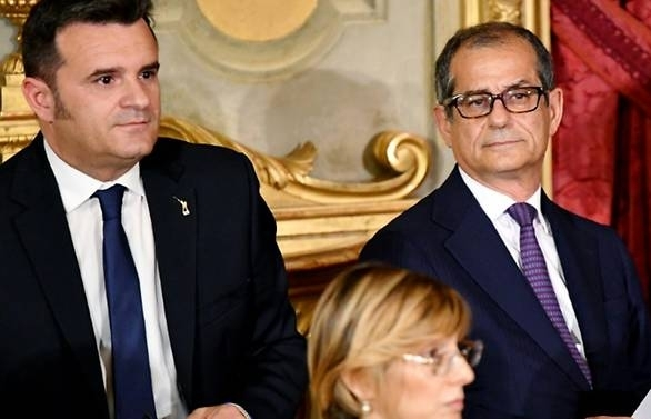 italy economy minister cancels paris meeting over migrant spat