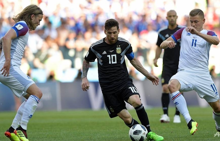messi misses penalty as iceland hold argentina to 1 1 draw