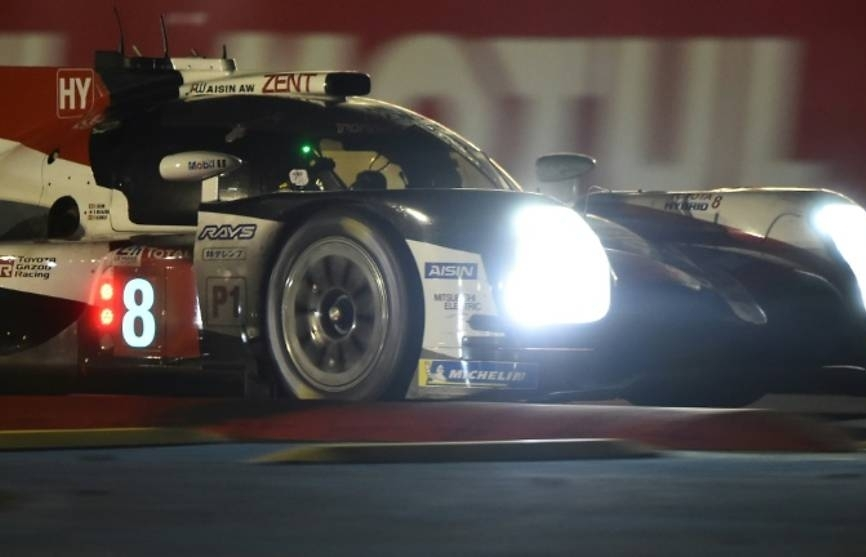 alonso shines through the night on his le mans debut